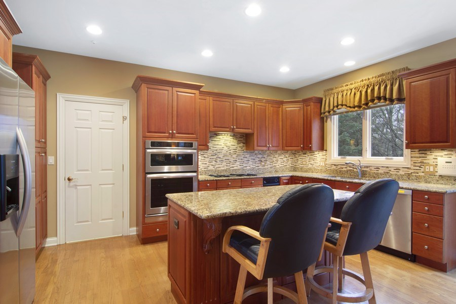 Real Estate Photography - 24 Kingsborough Cove, Inverness, IL, 60010 - Kitchen