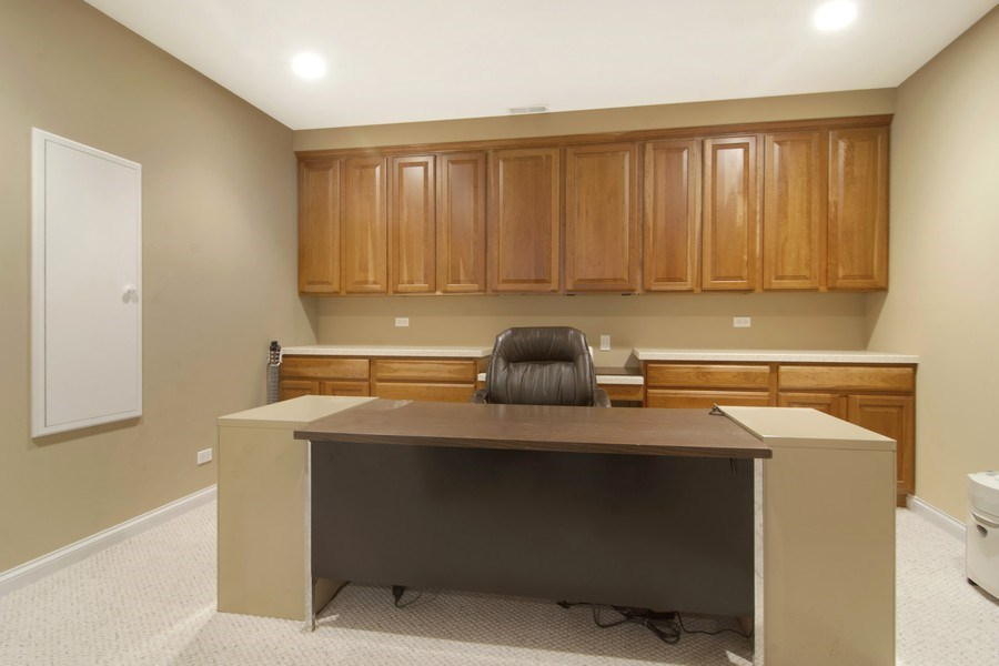 Real Estate Photography - 24 Kingsborough Cove, Inverness, IL, 60010 - Office
