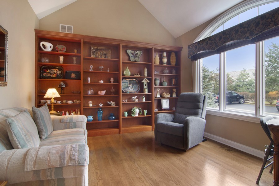 Real Estate Photography - 24 Kingsborough Cove, Inverness, IL, 60010 - first Floor Study