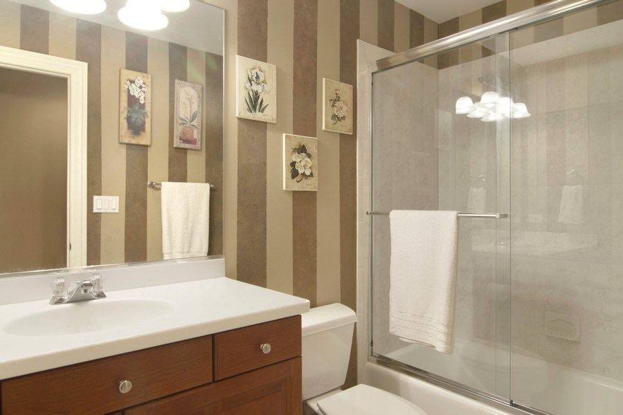 Real Estate Photography - 24 Kingsborough Cove, Inverness, IL, 60010 - Bathroom