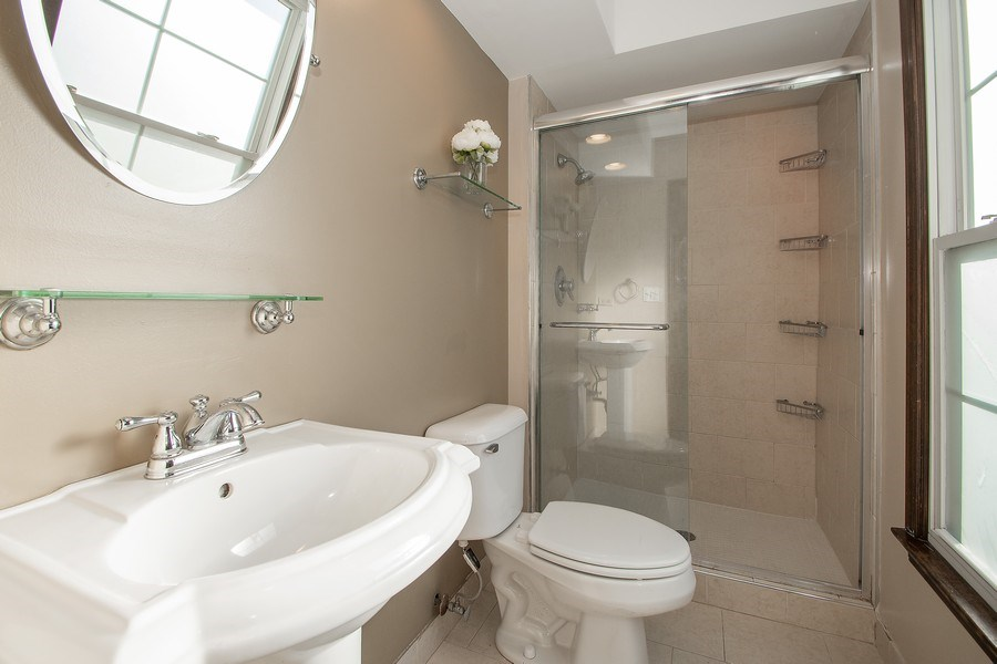 Real Estate Photography - 3033 Alexander crescent, Flossmoor, IL, 60422 - Master Bathroom