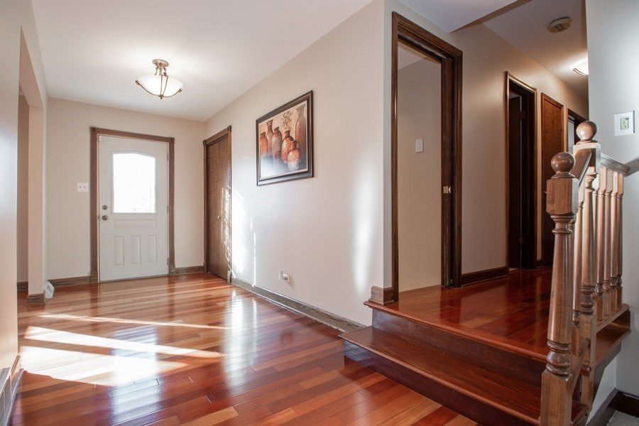 Real Estate Photography - 3033 Alexander crescent, Flossmoor, IL, 60422 - Foyer