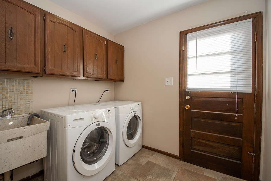 Real Estate Photography - 3033 Alexander crescent, Flossmoor, IL, 60422 - Laundry Room