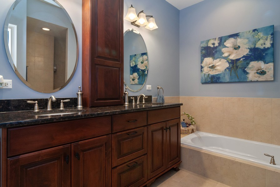 Real Estate Photography - 2707 Nicole Circle, Aurora, IL, 60502 - Master Bathroom