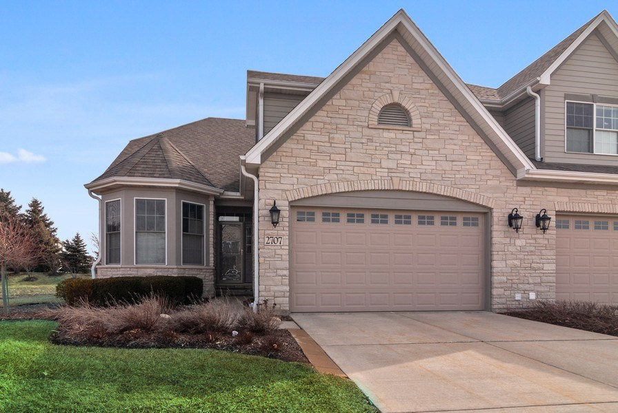 Real Estate Photography - 2707 Nicole Circle, Aurora, IL, 60502 - Front View