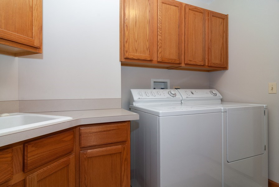 Real Estate Photography - 2565 Chasewood Court, Aurora, IL, 60502 - Laundry Room