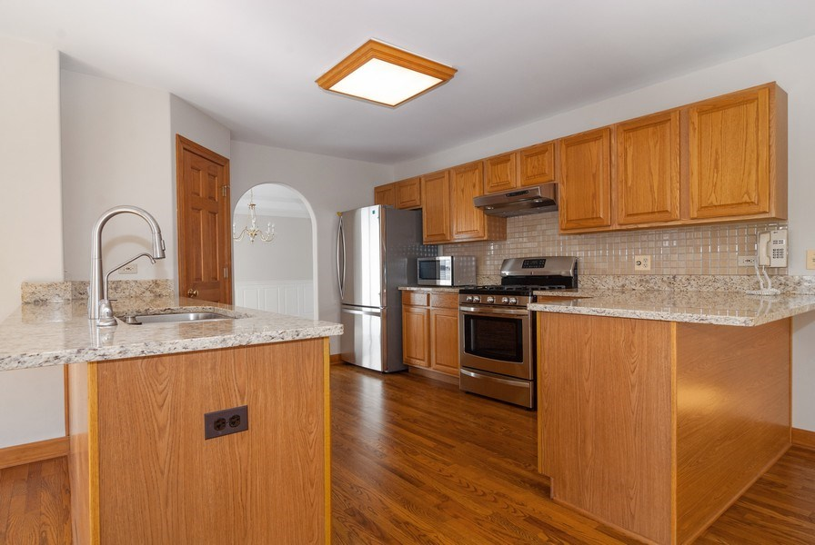 Real Estate Photography - 2565 Chasewood Court, Aurora, IL, 60502 - Kitchen