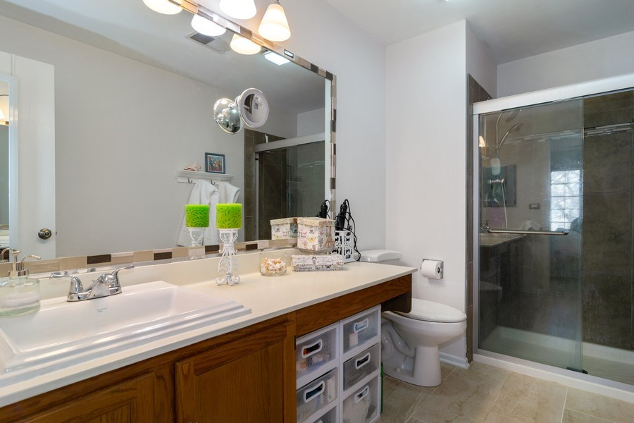 Real Estate Photography - 437 Cromwell Circle, Unit 3, Bartlett, IL, 60103 - Master Bathroom