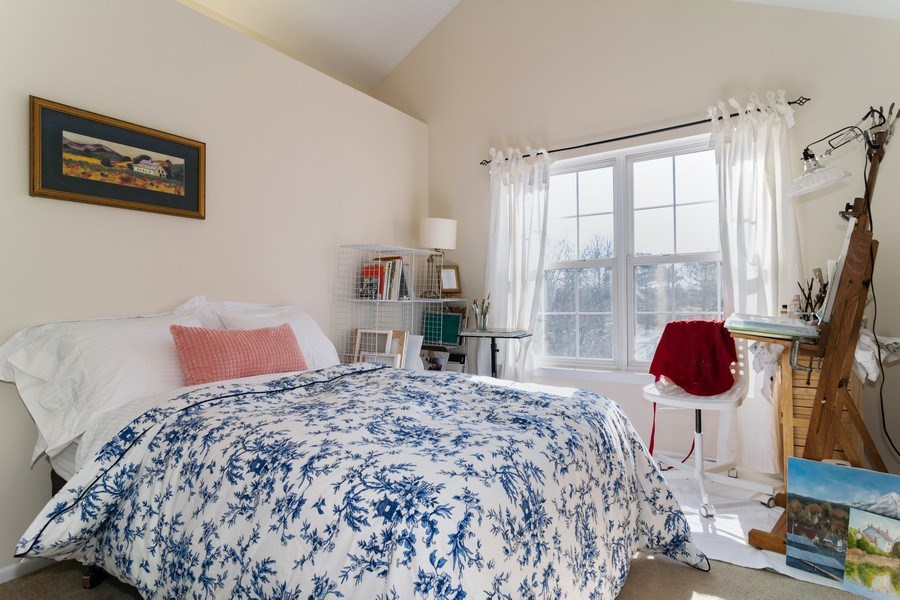 Real Estate Photography - 437 Cromwell Circle, Unit 3, Bartlett, IL, 60103 - Guest Bedroom