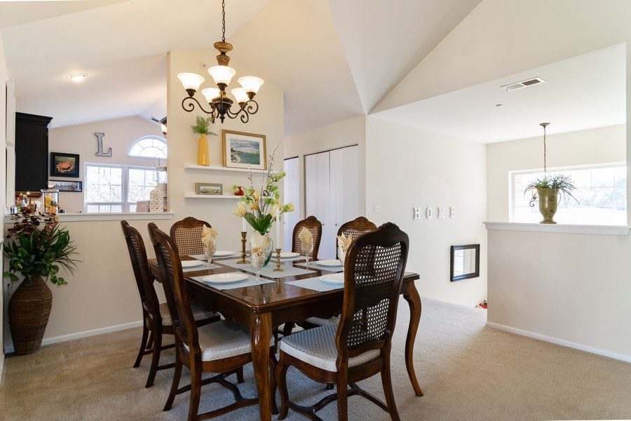 Real Estate Photography - 437 Cromwell Circle, Unit 3, Bartlett, IL, 60103 - Dining Room
