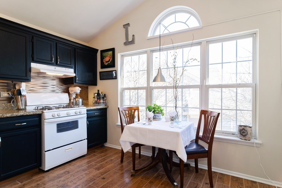Real Estate Photography - 437 Cromwell Circle, Unit 3, Bartlett, IL, 60103 - Breakfast Nook