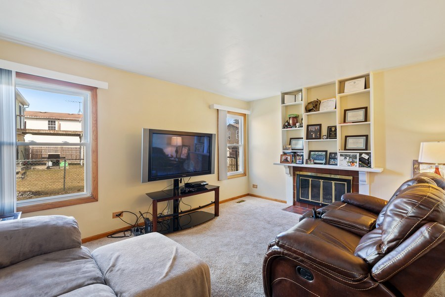 Real Estate Photography - 212 Yellow Pine Drive, Bolingbrook, IL, 60440 - Family Room
