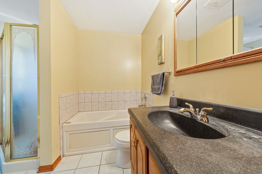 Real Estate Photography - 212 Yellow Pine Drive, Bolingbrook, IL, 60440 - 2nd Bathroom