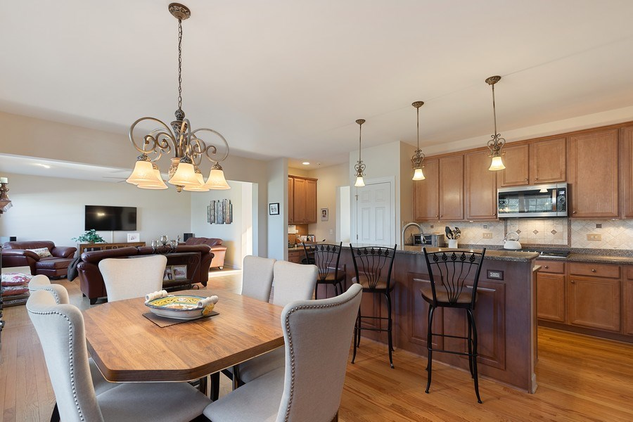 Real Estate Photography - 18 Hawthorn Grove Drive, Hawthorn Woods, IL, 60047 - Kitchen