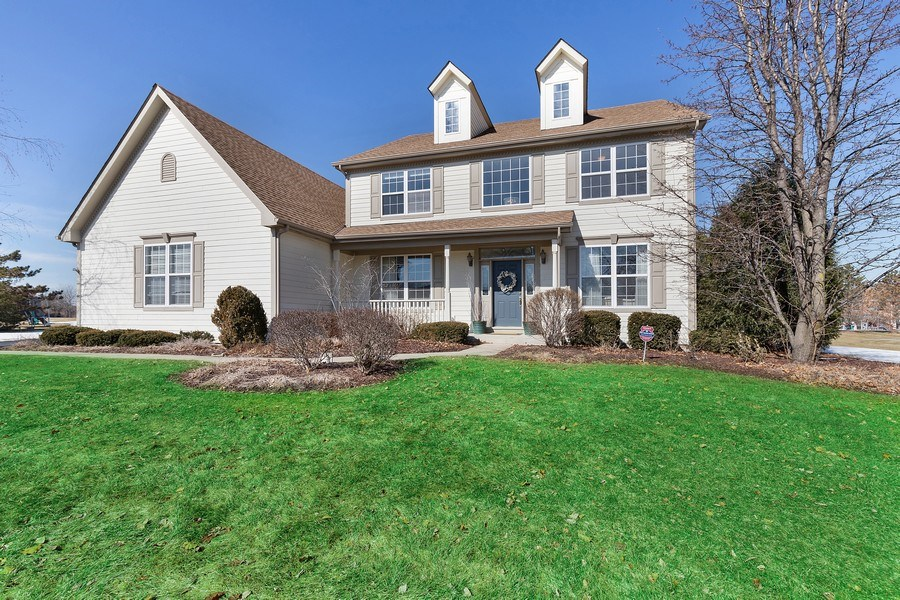Real Estate Photography - 18 Hawthorn Grove Drive, Hawthorn Woods, IL, 60047 - Front View