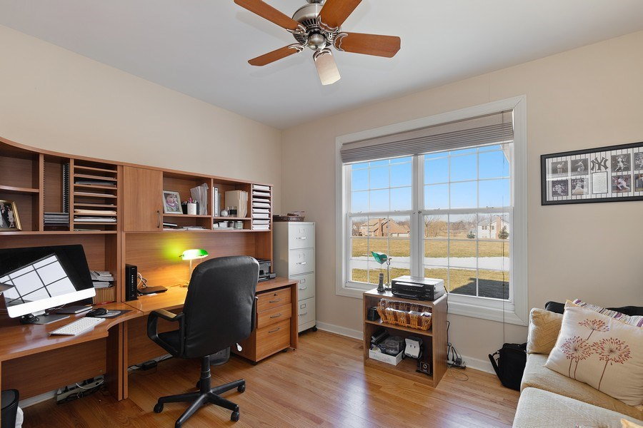 Real Estate Photography - 18 Hawthorn Grove Drive, Hawthorn Woods, IL, 60047 - Office