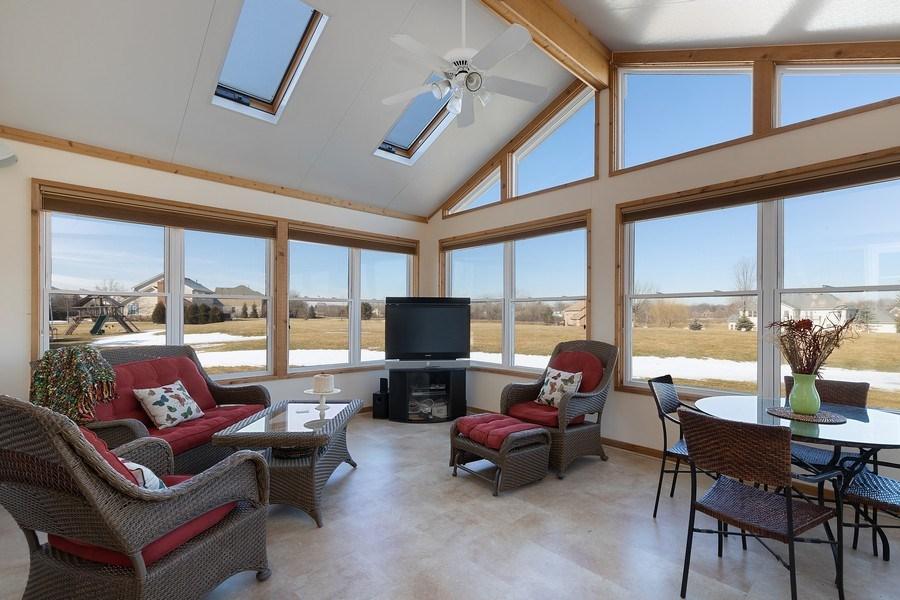 Real Estate Photography - 18 Hawthorn Grove Drive, Hawthorn Woods, IL, 60047 - Sun Room