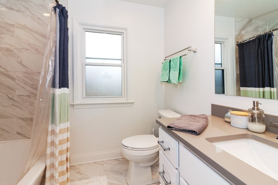 Real Estate Photography - 436 Gierz Street, Downers Grove, IL, 60515 - Bathroom