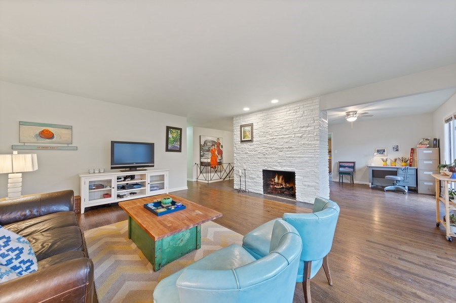 Real Estate Photography - 254 Abbotsford Ct, Glen Ellyn, IL, 60137 - Living Room