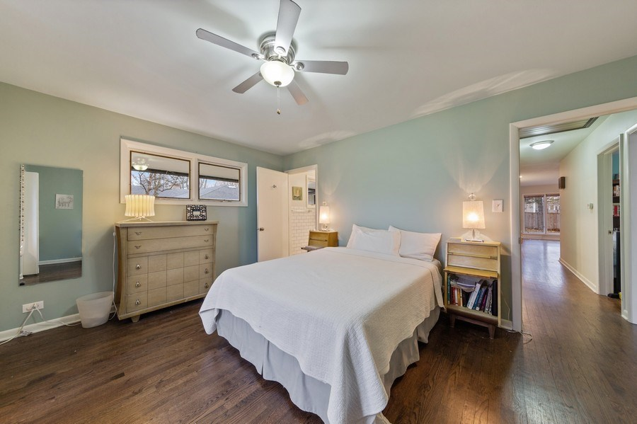Real Estate Photography - 254 Abbotsford Ct, Glen Ellyn, IL, 60137 - Master Bedroom