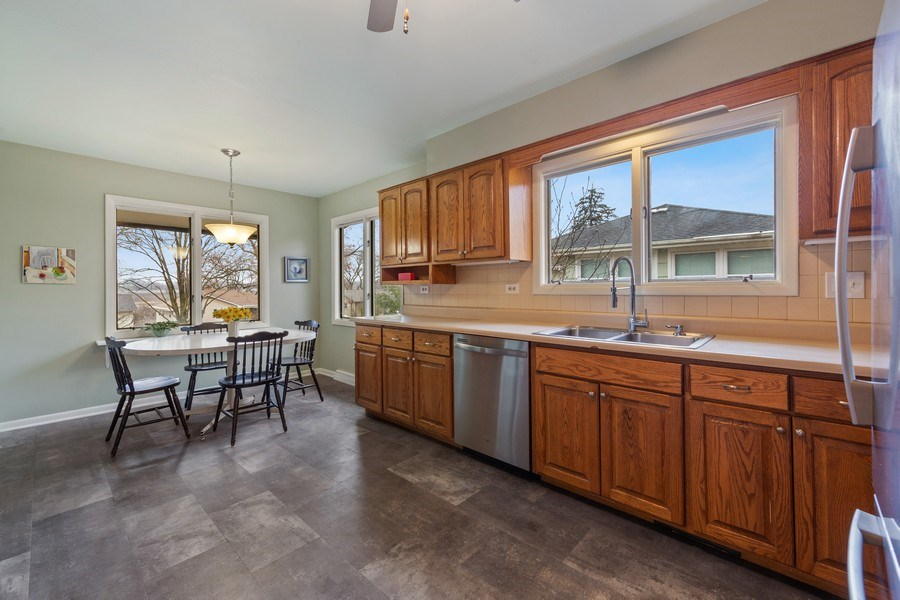 Real Estate Photography - 254 Abbotsford Ct, Glen Ellyn, IL, 60137 - Kitchen / Breakfast Room