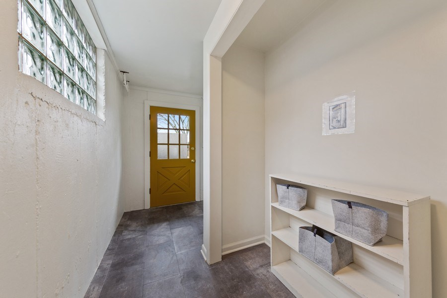 Real Estate Photography - 254 Abbotsford Ct, Glen Ellyn, IL, 60137 - Mudroom