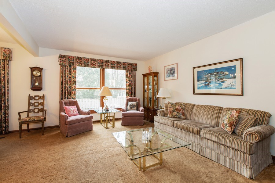 Real Estate Photography - 1057 Tamarack Lane, Libertyville, IL, 60048 - Living Room