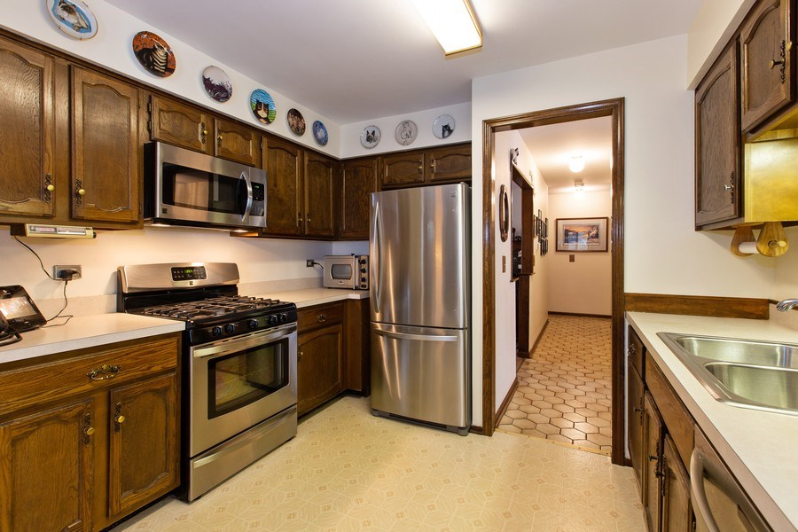 Real Estate Photography - 1057 Tamarack Lane, Libertyville, IL, 60048 - Kitchen