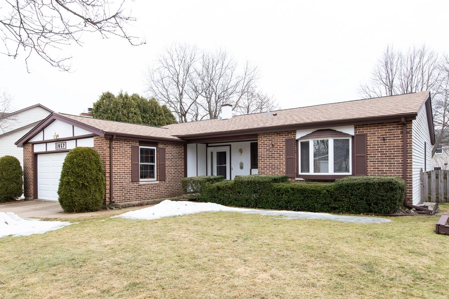 Real Estate Photography - 1057 Tamarack Lane, Libertyville, IL, 60048 - Front View
