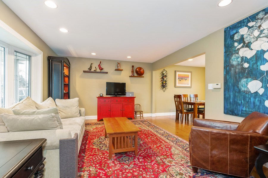 Real Estate Photography - 314 HIGHLAND Road, Willowbrook, IL, 60527 - Living Room