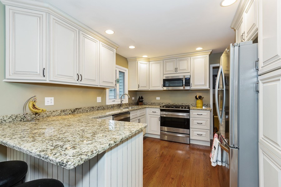 Real Estate Photography - 314 HIGHLAND Road, Willowbrook, IL, 60527 - Kitchen
