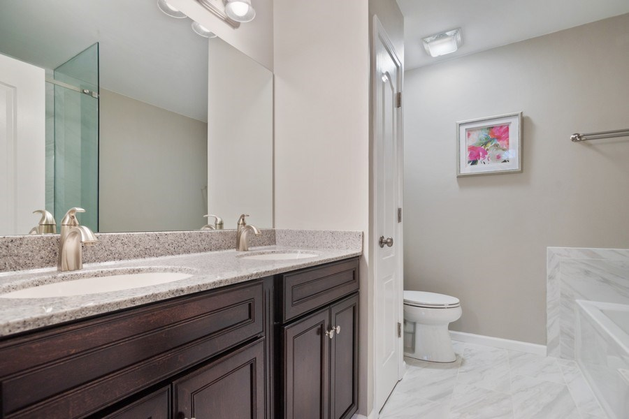 Real Estate Photography - 3052 North Daniels Ct, 201, Arlington Heights, IL, 60004 - Master Bathroom