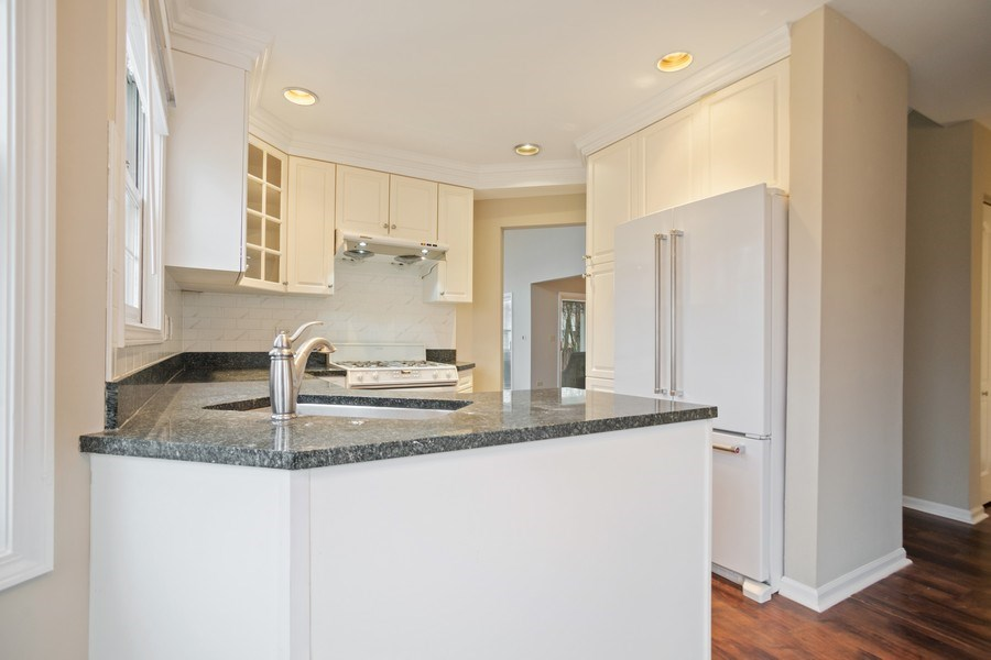 Real Estate Photography - 3052 North Daniels Ct, 201, Arlington Heights, IL, 60004 - Kitchen