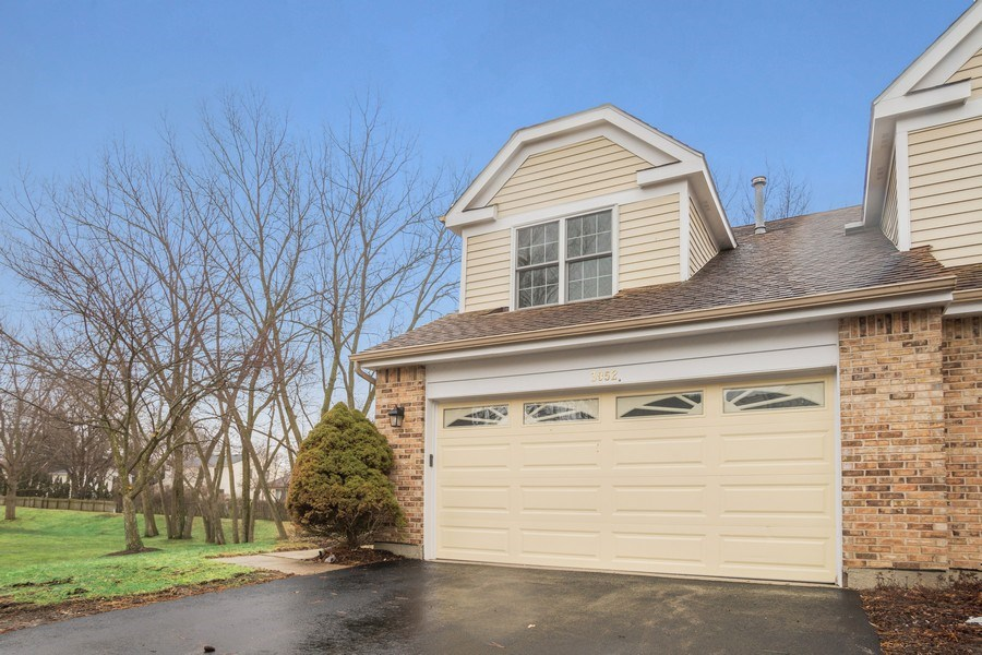 Real Estate Photography - 3052 North Daniels Ct, 201, Arlington Heights, IL, 60004 - Front View