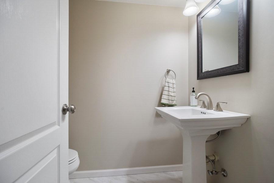 Real Estate Photography - 3052 North Daniels Ct, 201, Arlington Heights, IL, 60004 - Half Bath