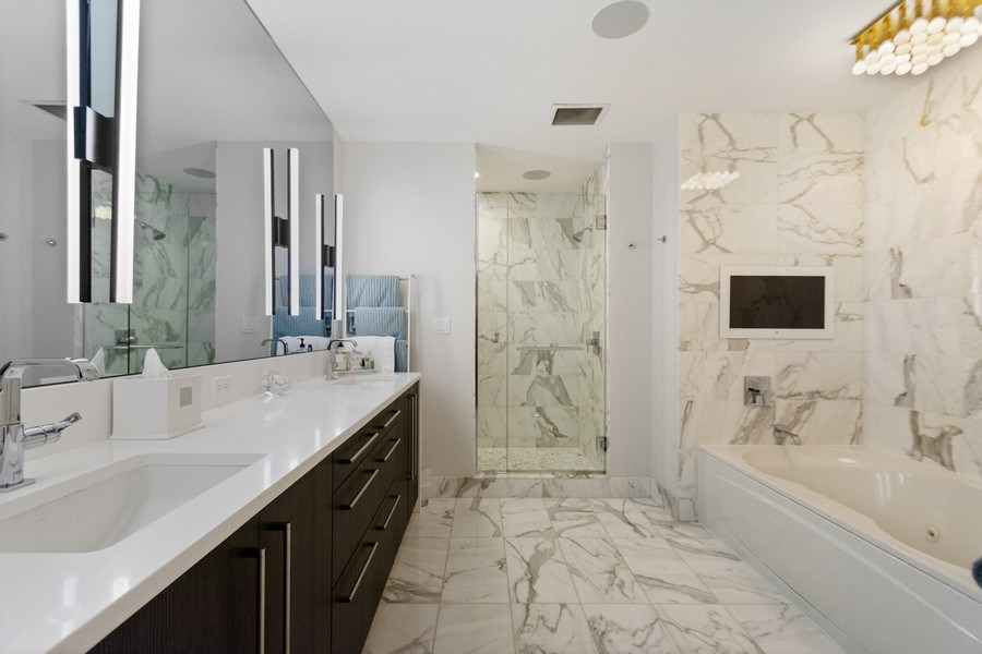 Real Estate Photography - 1201 S. Prairie Avenue, Unit 601, Chicago, IL, 60605 - Master Bathroom