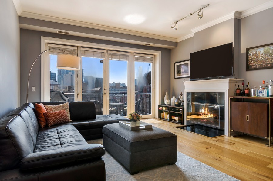Real Estate Photography - 1429 N. Wells Street, Unit 502, Chicago, IL, 60610 - Living Room