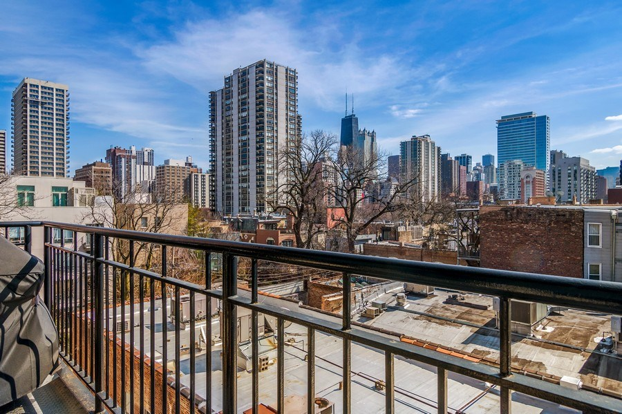 Real Estate Photography - 1429 N. Wells Street, Unit 502, Chicago, IL, 60610 - City View