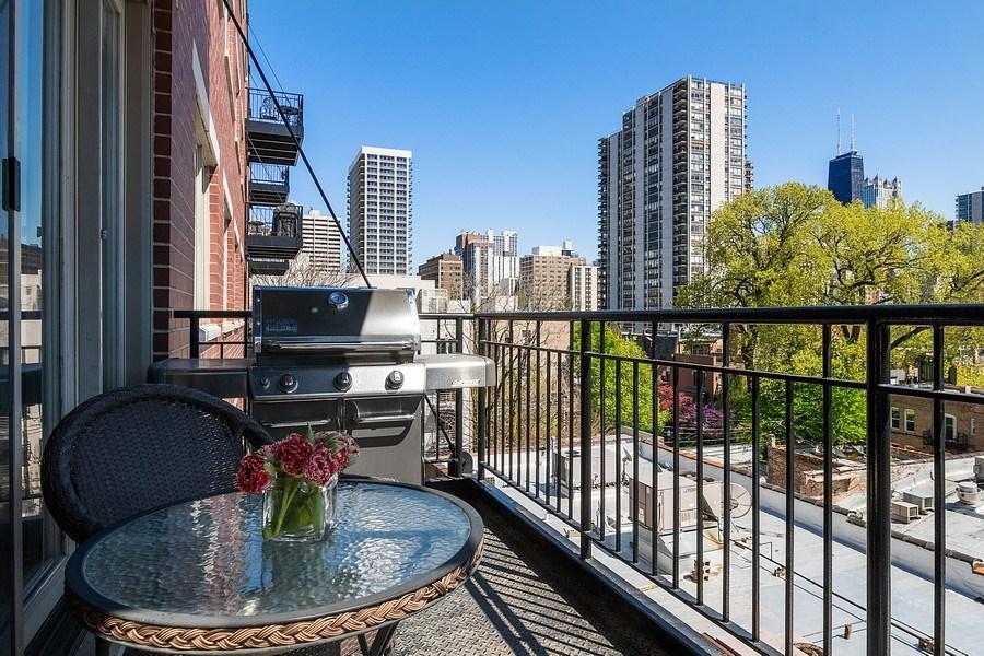 Real Estate Photography - 1429 N. Wells Street, Unit 502, Chicago, IL, 60610 - Balcony w/skyline