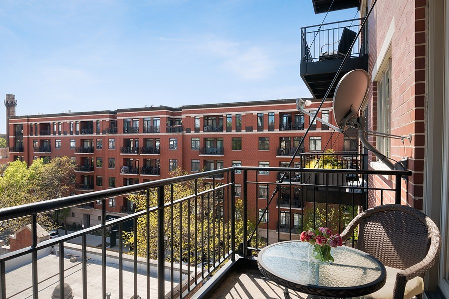 Real Estate Photography - 1429 N. Wells Street, Unit 502, Chicago, IL, 60610 - Balcony w/Wells St