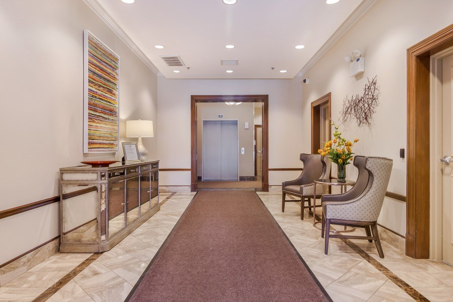 Real Estate Photography - 1429 N. Wells Street, Unit 502, Chicago, IL, 60610 - Lobby