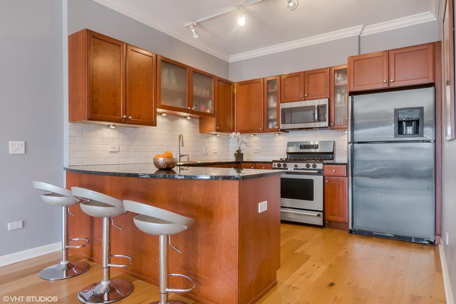 Real Estate Photography - 1429 N. Wells Street, Unit 502, Chicago, IL, 60610 - Kitchen