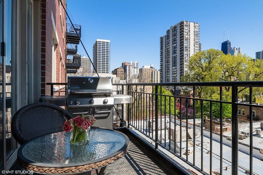 Real Estate Photography - 1429 N. Wells Street, Unit 502, Chicago, IL, 60610 -