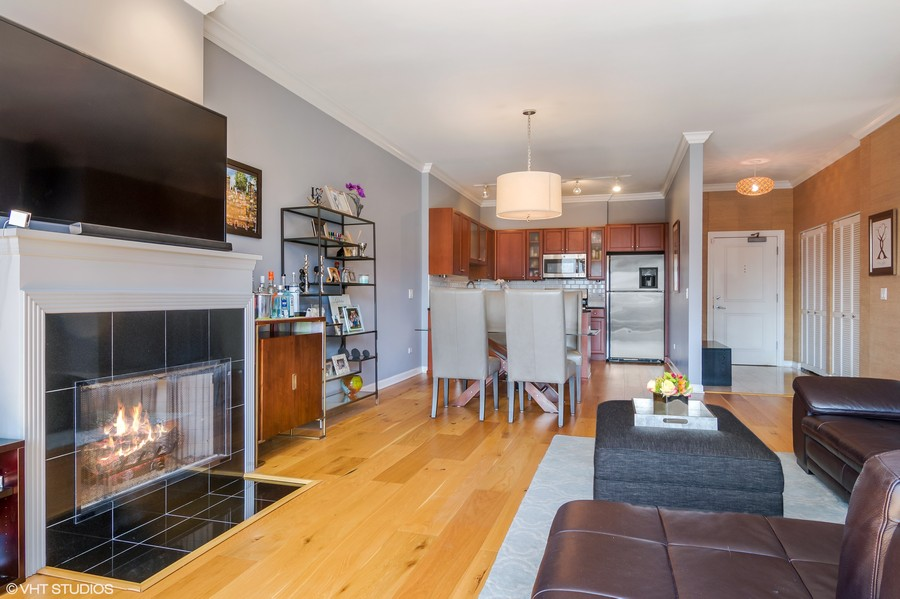 Real Estate Photography - 1429 N. Wells Street, Unit 502, Chicago, IL, 60610 - Living Room/Kitchen