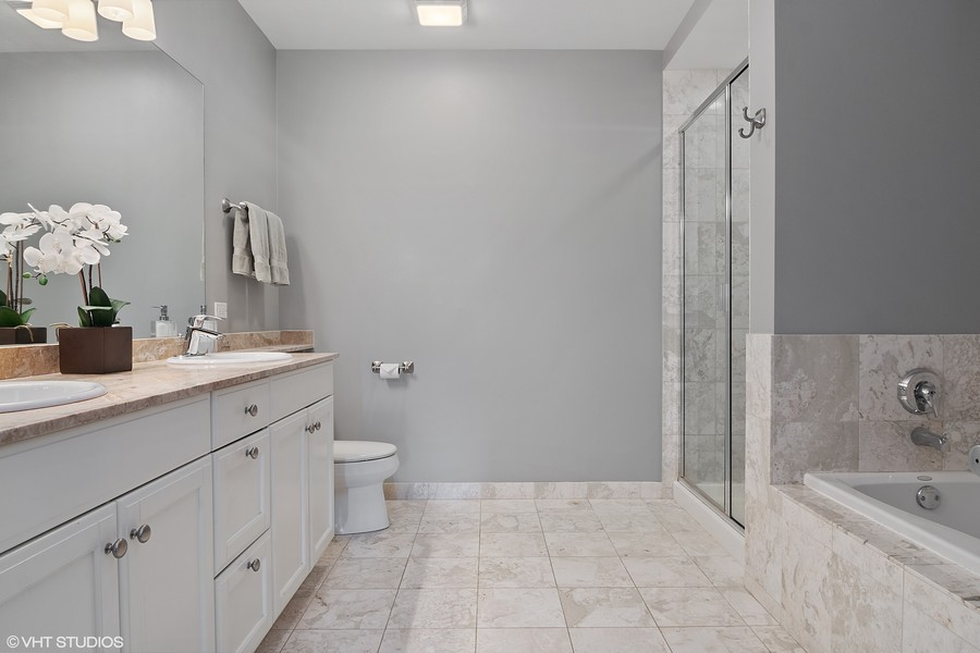 Real Estate Photography - 1429 N. Wells Street, Unit 502, Chicago, IL, 60610 - Master Bathroom