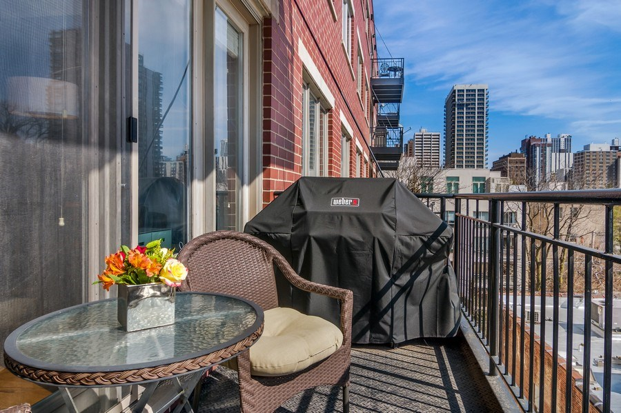 Real Estate Photography - 1429 N. Wells Street, Unit 502, Chicago, IL, 60610 - Balcony