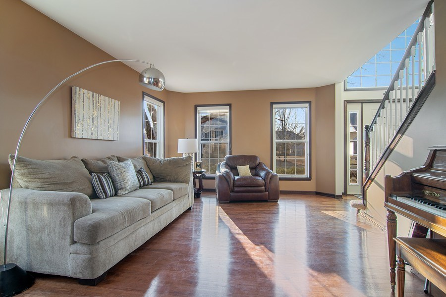 Real Estate Photography - 1456 Polo Drive, Bartlett, IL, 60103 - Living Room
