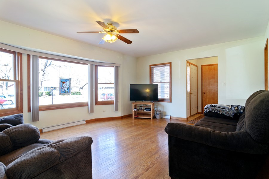 Real Estate Photography - 227 N. BERTEAU Avenue, Bartlett, IL, 60103 - Living Room