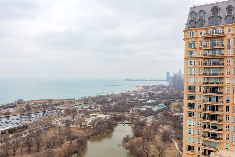 Real Estate Photography - 2626 N. LAKEVIEW Avenue, Unit 4108-06, Chicago, IL, 60614 - Location 13