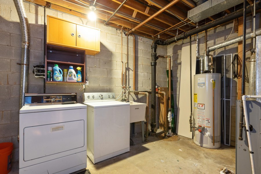 Real Estate Photography - 1810 N Fremont Street, Unit 12, Chicago, IL, 60614 - Laundry Room